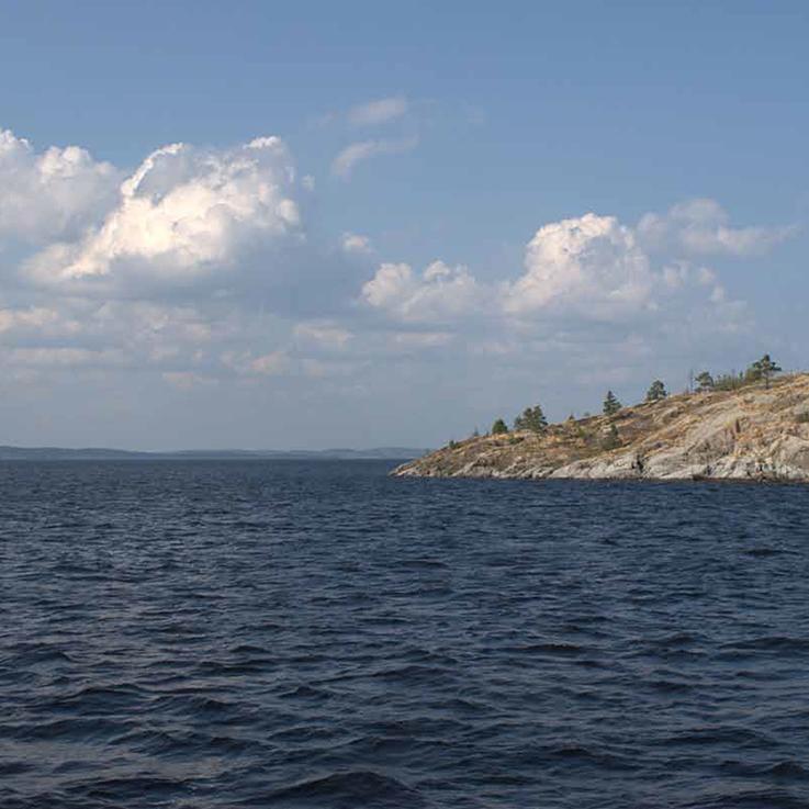 Парусник на Ладожском озере
